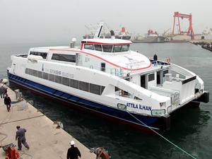 Özata Tersanesi tarafından inşa edilen 'Attila İlhan' yolcu gemisi İzmir'e geldi