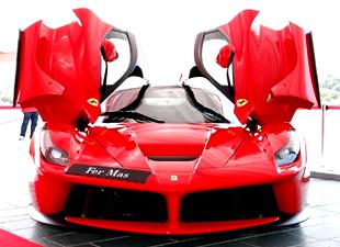 Ferrari'ler güzellik yarışmasında