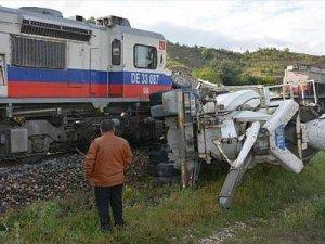 Karabük'te beton mikserine tren çarptı