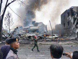 Endonezya'da uçak kazası: En az 116 ölü