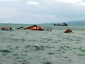 Filipinler'de içinde 173 bulunan feribot battı: 33 ölü