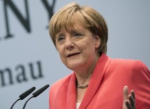 AB'nin patronu Merkel