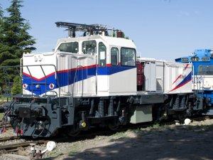 İlk milli elektrikli lokomotif test sürüşlerine başladı