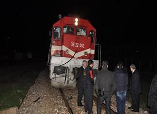 Hemzemin geçitte tren otomobile çarptı