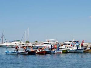 Balıkçı barınağına lüks tekne mi bağlanıyor?