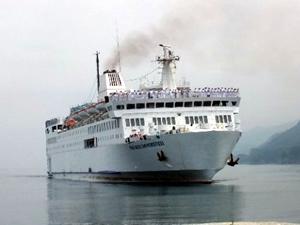 Piri Reis Üniversitesi gemisi İnebolu'ya demirledi