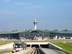 1 milyar dolarlık havalimanı batıyor