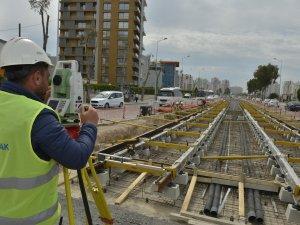 İzmir'de tramvay çalışmaları hızla ilerliyor