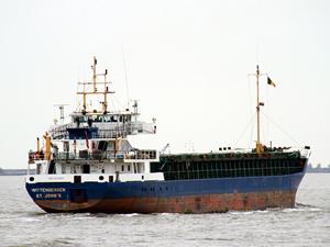 Ege Denizi'nde kargo gemisi karaya oturdu