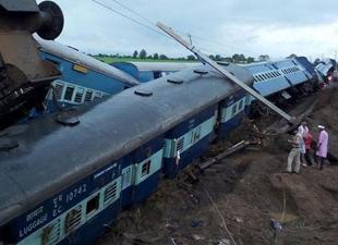 Hindistan'da tren faciası: En az 24 ölü