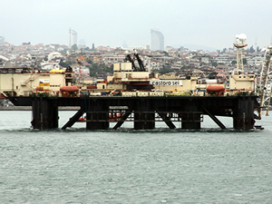 CASTORO SEI isimli platform İstanbul Boğazı'ndan geçti