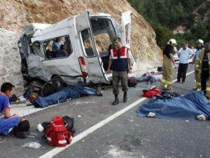 Suriyelileri taşıyan midibüs kaza yaptı: 9 ölü