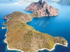 Ege Denizi'nin her iki yakasında satılık adalar alıcı bekliyor