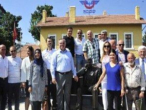 Karaman tren garı önüne göç anıtı dikildi