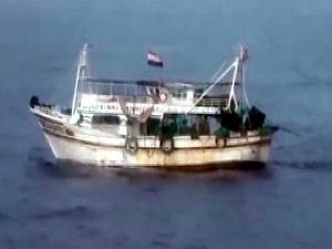 Mersin'de yasadışı avcılık yapan 2 Mısır balıkçı teknesi yakalandı