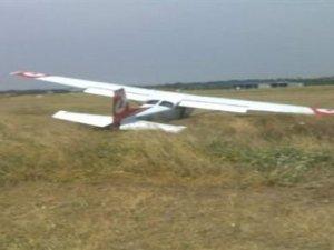 THY Akademi uçağı pistten çıktı
