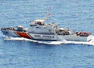 Ege Denizi'nde kaçakları taşıyan tekne battı