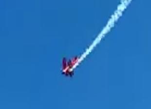 Gösteri uçağının düşüş anı böyle görüntülendi