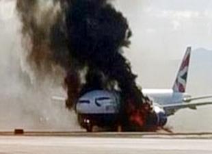 Yolcu uçağı kalkıştan önce alev aldı
