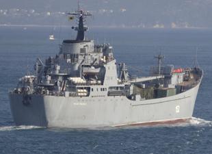 Rus askeri gemisi Nikolai Filchenkov silah yüklü olarak İstanbul Boğazı'ndan geçti