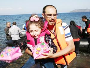 Ege'de kaçakları taşıyan iki bot battı: 4'ü çocuk 5 kayıp