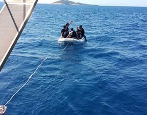 Denizde sürüklenen kaçakları 'Mustafa Sofuoğlu' adlı geminin kaptanı kurtardı
