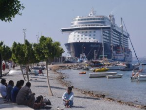 Mein Schiff 3 adlı yolcu gemisi Bodrum Limanı'na demirledi