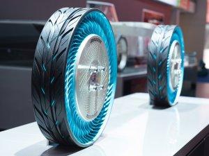 Bridgestone'un yeni çevreci lastiği, Frankfurt Otomobil Fuarı'nda tanıtıldı