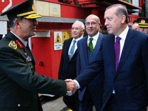 Türk denizciliğinin 'Bayraktar' gemisi denize indirildi