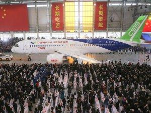 Çin ilk büyük yerli uçağını üretti