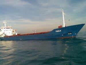 İzmir Alsancak Limanı'nda gemiye kaçak içki operasyonu