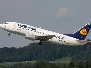 Motoru arızalanan Lufthansa uçağı geri döndü