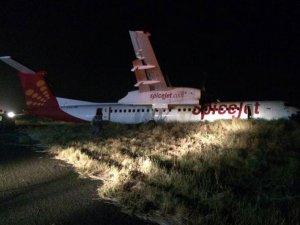 Hindistan'da uçak inişte domuz sürüsüne çarptı