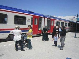 Erzurum'da tren yolculuğu ilgi odağı