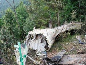 Hindistan'da uçak düştü: 10 ölü