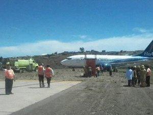 Yolcu uçağı pistten çıktı!