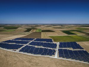 Türkiye'nin en büyük Güneş Enerjisi Santrali açıldı