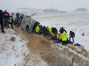 Yolcu otobüsü devrildi: 9 ölü, 30 yaralı