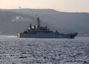 Rus savaş gemileri peşpeşe Çanakkale Boğazı'ndan geçti
