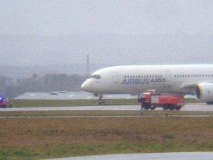 Airbus A350-900 pistten çıktı