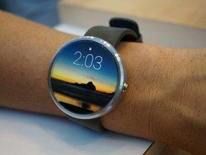Google, akıllı saatlerin pil süresini artırıyor