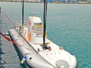 Türkiye'nin ilk turistik denizaltı Antalya'da denize indirildi