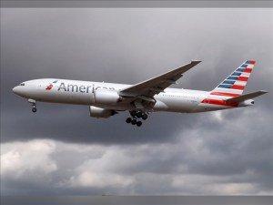 AA uçağına yıldırım çarptı