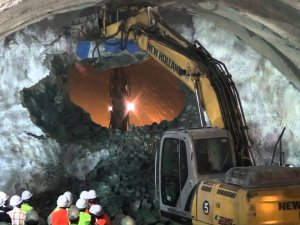 Türkiyenin en uzun YHT tünelinde ışık göründü
