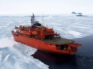 Avustralya'nın buz kırma gemisi Antarktika'da karaya oturdu
