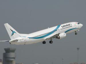 Boeing 737-400 tipi uçak teknik iniş yapıyor