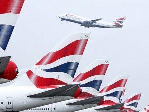 British uçağına iniş sırasında yıldırım çarptı