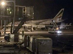 Dreamliner'ın ön dikmesi bir anda çöktü
