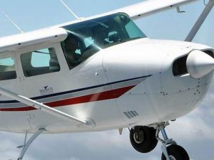 Bolivya'da uçak pazar yerine düştü