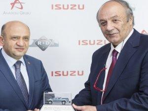 Bakan Işık, Anadolu Isuzu Ar-Ge merkezini ziyaret etti